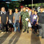 ส่งฟ้องศาลทหาร 20 ชาวบ้าน-แกนนำ นปช.สกลนคร ถ่ายรูปกับป้ายศูนย์ปราบโกงฯ-ส่งไก่ย่าง