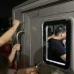 ตร.สน.ประชาชื่นแจ้ง 6 ข้อหาต่อปชช. ผู้ถูกรถคุมขังเฉี่ยวชน คืนตร.อายัดตัวไมค์-เพนกวินต่อ